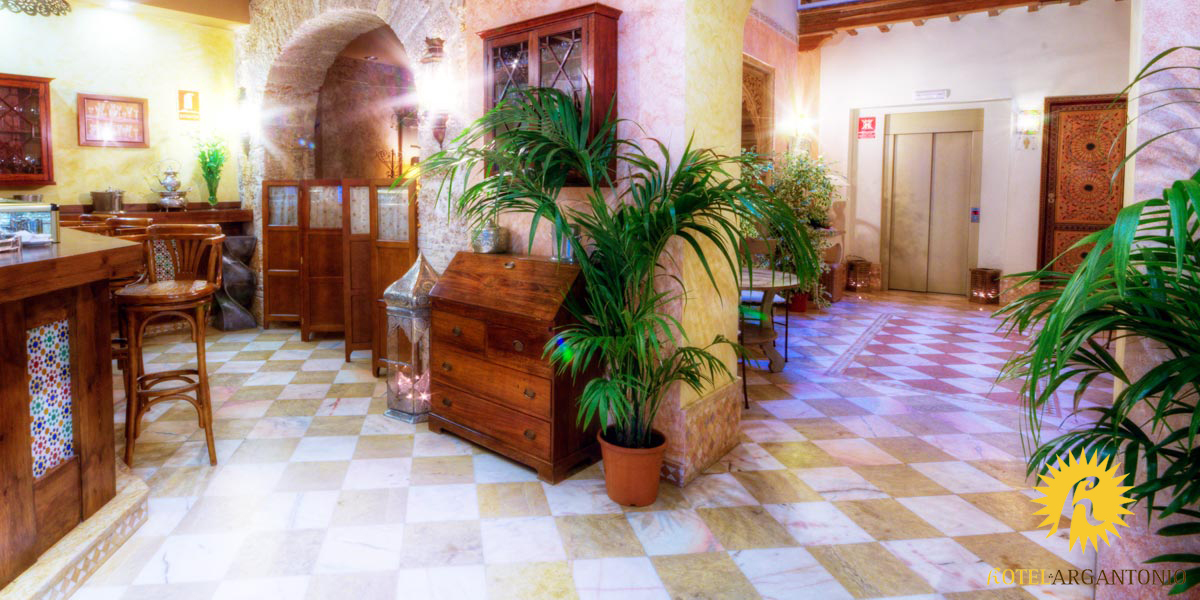 Entrance hall and reception - Argantonio Hotel in Cadiz